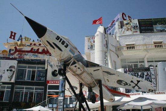 New Fly Restaurant : Военный самолет
