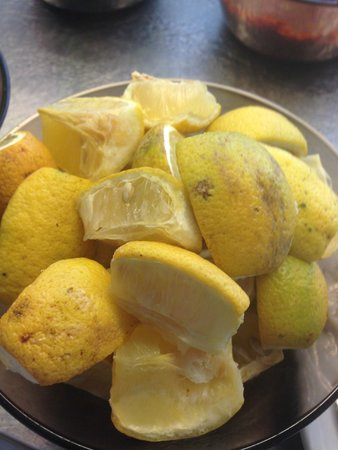 smartline Hammamet Regency: Dried out lemons that had been there for 3 days