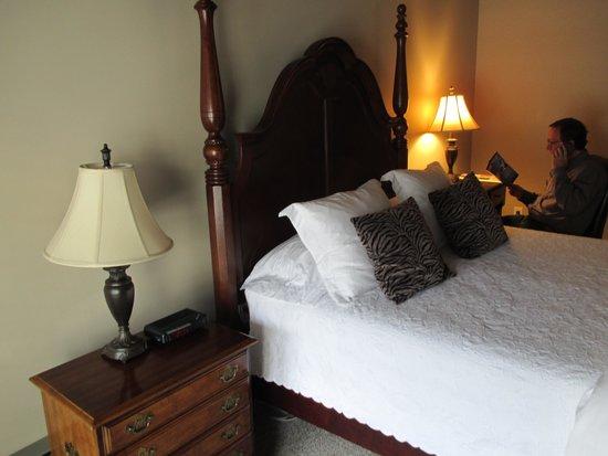 Merritt House Inn: Nice comfy bed
