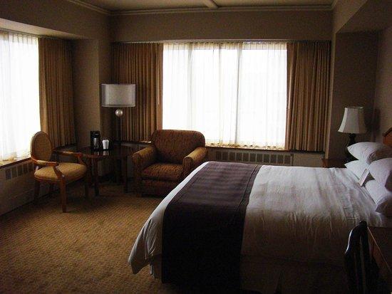 The Hotel Captain Cook: corner suite