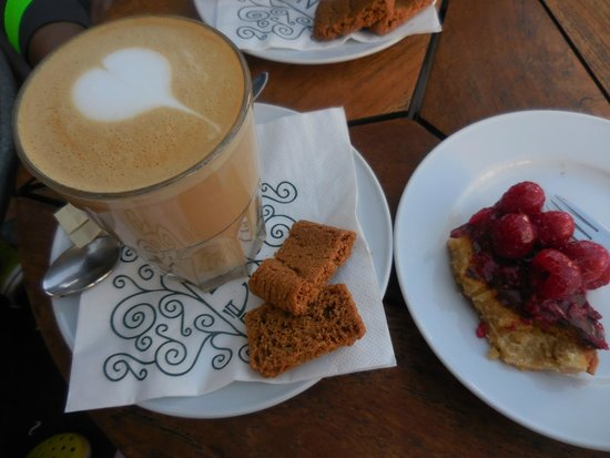Cafe Norden: The best cafe late I've ever had!
