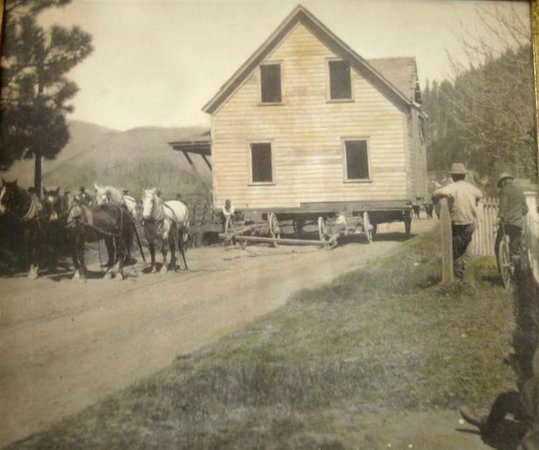 Quincy, CA: Moving day in 1898 now Ada's Place
