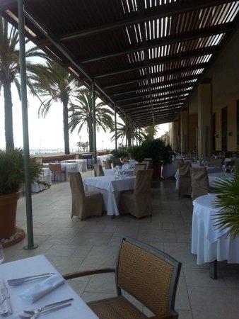 Le Meridien Ra Beach Hotel & Spa: terraza desayunos, comidas y cenas