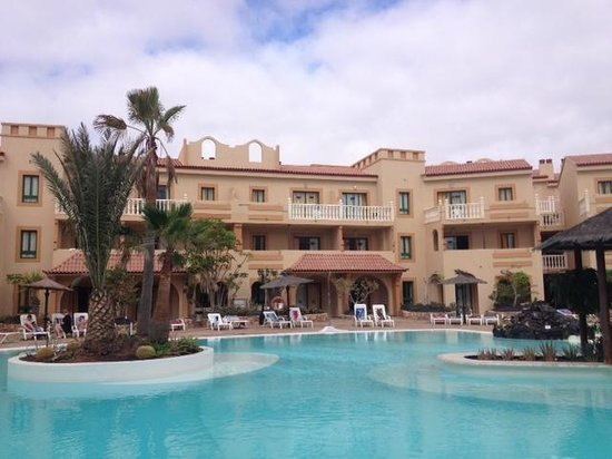 Elba Lucia Sport & Suite Hotel: Vista general piscina, buena piscina.