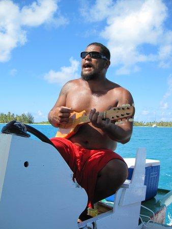 Maohi Nui: Alex singing and playing his ukulele
