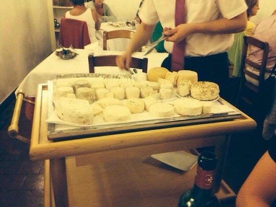 Auberge de l'Abbaye de Noirlac : Plateau de fromages d'un choix incroyable. Excellent!
