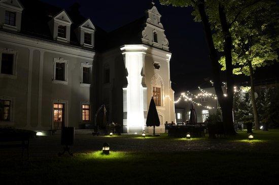 Hotel Zamek Lubliniec: Außenbereich des Abends