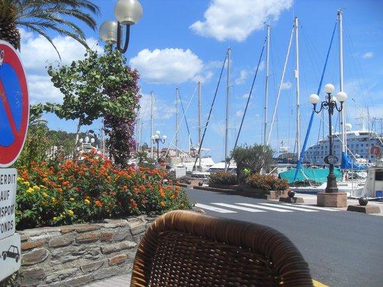 Le Pescatore: Vue du port