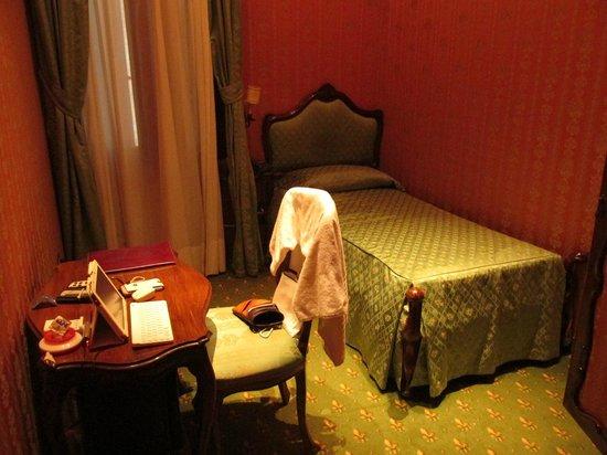 Centauro Hotel: お部屋とベッド