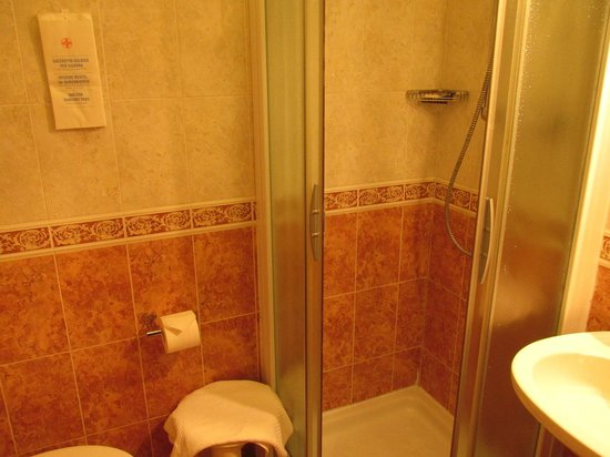 Centauro Hotel: バスルーム