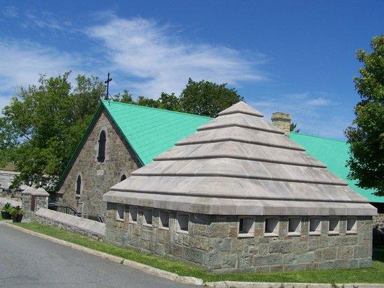 La Citadelle de Québec : La crypte et la chapelle commémorative, Général G.Vanier et son épouse