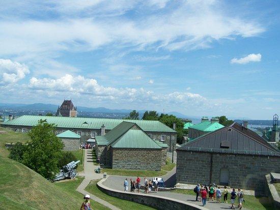 La Citadelle de Québec : Les bâtiments de la Citadelle, visite guidée