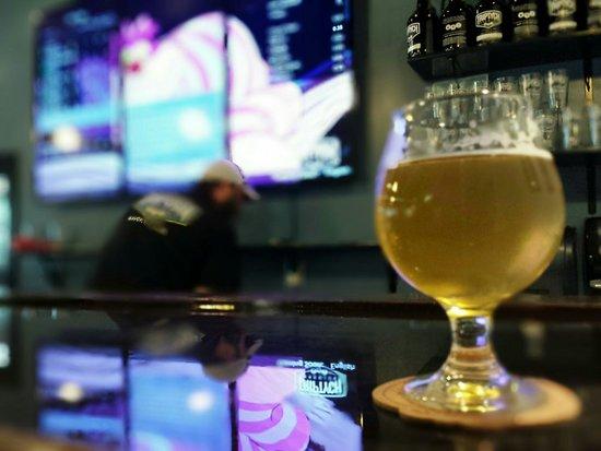 Savoy, Ιλινόις: Having a beer at the bar