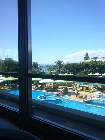 Divani Apollon Palace & Thalasso: View from lobby to pool