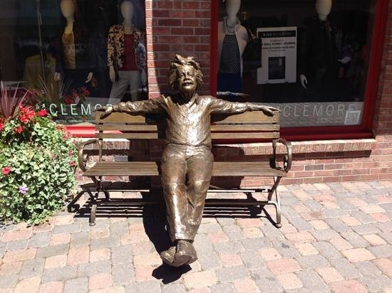 Vail Marriott Mountain Resort: One of many fabulous bronze works in Vail Village.