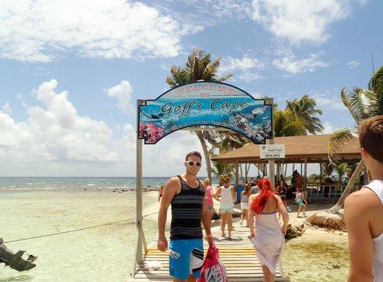 Goff's Caye: entrance