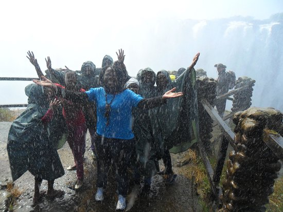 Mosi-oa-Tunya / Victoria Falls National Park: with friends in the falls