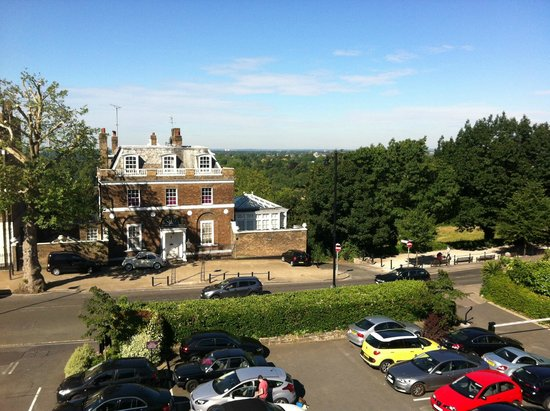 Richmond Hill Hotel: View from room towards the Thames