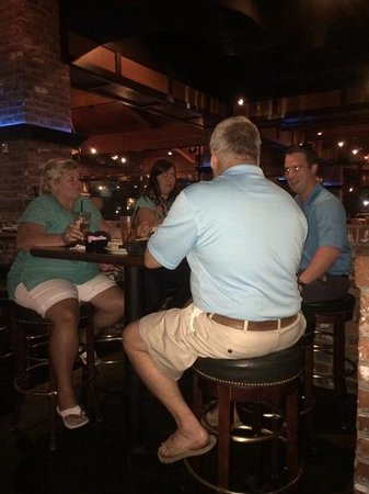 Cherokee Grill: dinner in the bar area