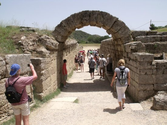 Ancient Olympia: Arch before the track