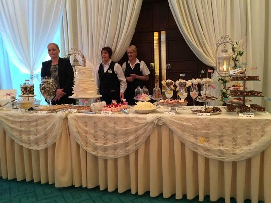 Roe Park Resort: Our Wedding Dessert Table