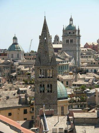 Spianata Castelletto: исторический центр Генуи