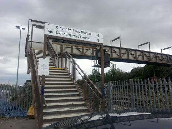 Didcot Railway Centre: The footbridge from the main Didcot Parkway Station car park to the Centre.