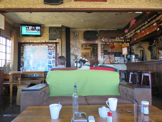 Sani Mountain Lodge : pub
