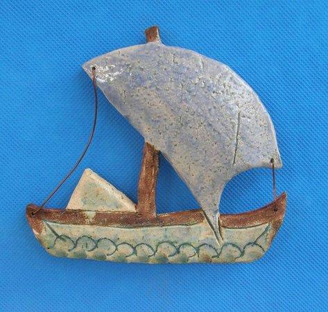 Bonsai and Art: Keramikschiff mit Aufhaengung oder als Magnet
