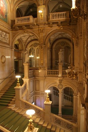 Opera of Vienna Guided Tour: Treppenaufgang