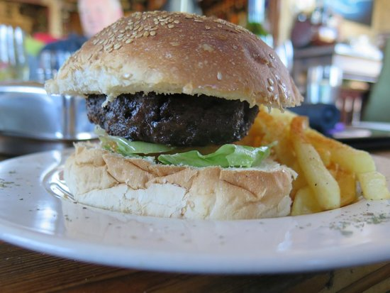 Sani Mountain Lodge : lunch at the pub