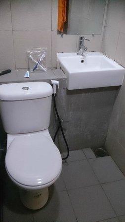 Redang Pelangi Resort: Awful smelly bathroom