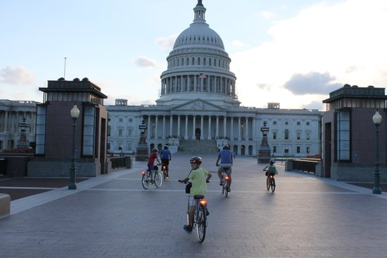 Bike and Roll DC: Capitol hill by night