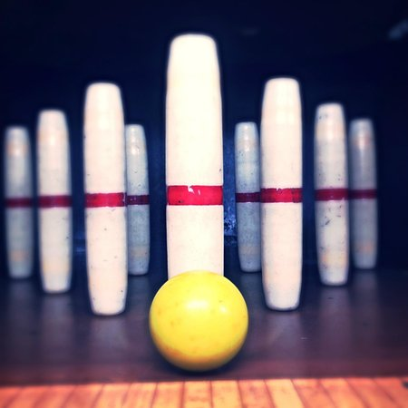 "Sanford, Мэн: ""Candlepin Bowling, A Timeless Sport"""