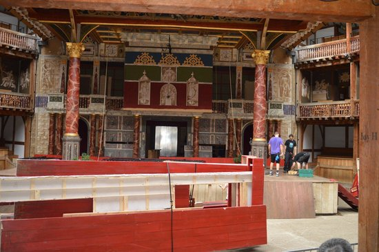 Shakespeare's Globe Theatre : Builders at work