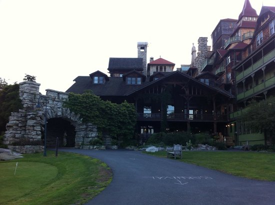 Mohonk Mountain House: Deck view