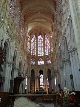 Cathédrale Saint-Gatien : le fond de la cathédrale
