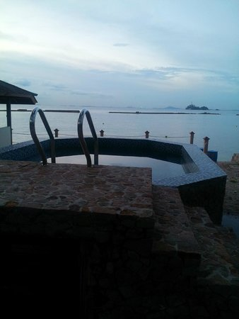 jacuzzi by the beach
