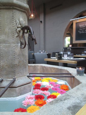 Le Mas Des Oliviers : Fontaine