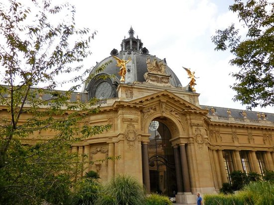 Petit Palais, City of Paris Fine Art Museum: View from the garden encircled by the museum