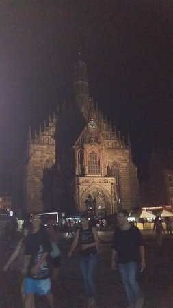 St.-Lorenz-Kirche: And it looks just as good at night