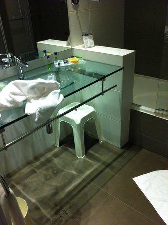 Monte Puertatierra Hotel: bathroom