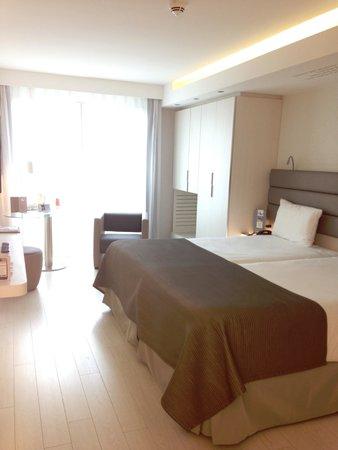 Eurostars Book Hotel: ベッドは広く清潔でした