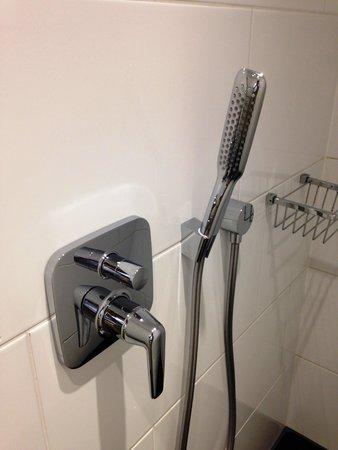 Eurostars Book Hotel: シャワーは2種類あります