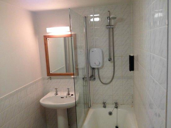 The Castle Hotel: The bathroom