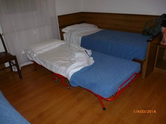 Hotel Igea: branda vecchia e malmessa. Materasso scadentissimo