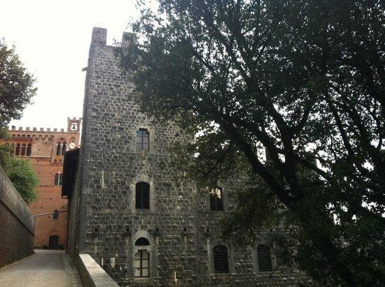 Castello di Brolio : Il castello
