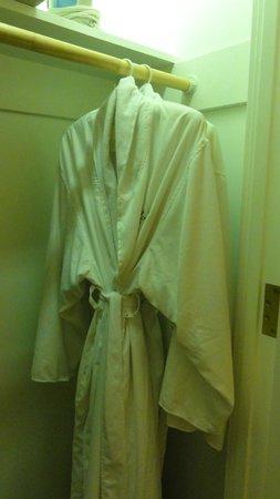 Orchard Garden Hotel: robes