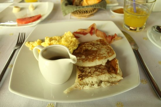 The Pavilion : Breakfast by the pool