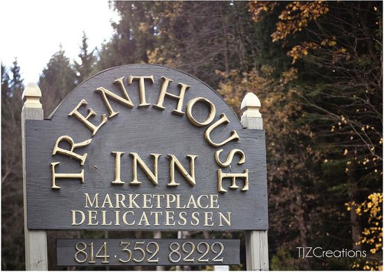 Trenthouse Inn Bed and Breakfast: Grounds in the late fall